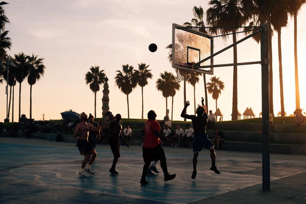 5 redenen om een basketbalveld aan je achtertuin toe te voegen